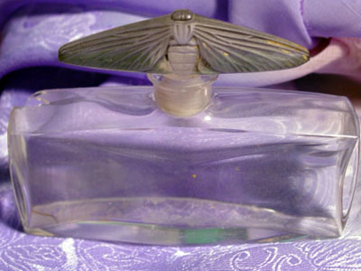 El hilo del Perfume L-baccaratmoth-cracked